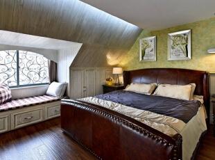最好的木质多半来自木材的木心且靠近树干的下方部位,而中心木质通常比新木或较外层的木质黑。高档家具往往选择部位良好的木质以增加质感和价值。怀旧、浪漫和尊重时间是对美式家具最好的评价。,