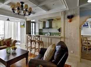 家居自由随意、简洁怀旧、实用舒适;暗棕、土黄为主的自然色彩,