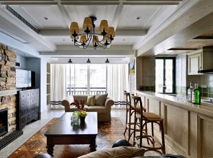 欧洲皇室家具平民化、古典家具简单化;家具宽大、实用舒适;侧重壁炉与手工装饰,追求粗犷大气、天然随意。,