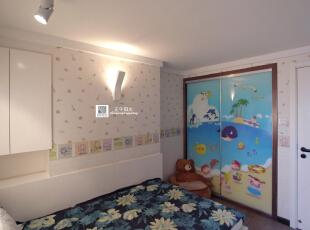 这是儿童房的实景照片,