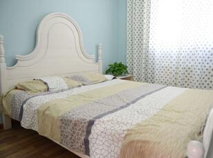 设计说明:次卧由于是给孩子居住的,因此色调选择的比较清爽,天蓝色墙漆,宁静淡雅,配上简易的家具摆设,给人一种很舒心的感觉。,