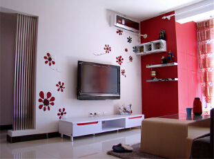 原来居室内储藏间位置不合理且使用率较低,收纳空间较少。,