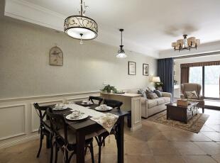 简洁的家居搭配给人一种非常温馨的感觉。,