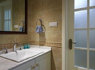 卫生间也是用的米色瓷砖,