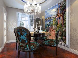 餐厅背景使用的大型壁画,是空间更协调,餐厅吊顶是异性圆形吊顶,与餐桌和谐!,