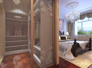衣帽间的设置加大了房屋的收纳功能,是家里的服装,物品有了更好的收纳,