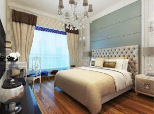 卧室的亮点设计便是这个软包的床头墙,