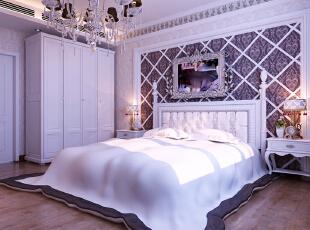 设计理念:卧室背景墙上紫色壁纸与整体象牙白色的壁纸交相呼应,经典象牙白欧式家具的搭配,更加体现了设计师对配色的巧妙运用。 亮点:宽条实木地板的运用让原本线条的组合又不失高雅柔美。 ,