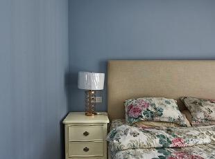 卧室用的是深灰蓝色,以后当做父母房。,