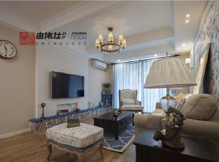 氛围或妩媚、或浪漫、或知性,都会让你的心灵开始平静,浪漫雅致的蓝米配的家居装修设计,显得那么的纯净明媚。,