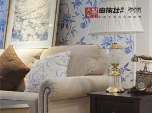 沙发质感上乘造型简单大方,