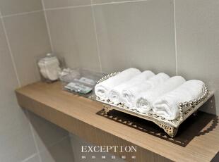 镂空毛巾架细致讨巧,精美的细节凸显出产后修复中心从一点一滴照顾妈妈们的感受,也传达出高雅的品味与格调。,