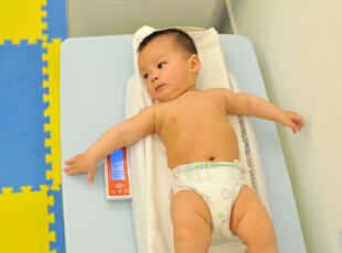 爱他,就给他最好的!宝宝的身体防御系统发育不够完善,它的新陈代谢较快,也较为好动,呼吸频率自然就快,因此,空气中的污染物对宝宝健康的影响甚至超过成年人。在室内设立空气净化器,给宝宝最好的空气品质。,
