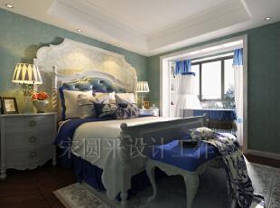 小孩房:白+蓝的的经典搭配,青花的古典美韵令人遐想不已。注入海滨的清澈透明,添加深海的湛蓝,让小孩房充满了童真的活跃气息。,