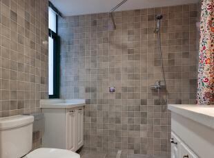 这是卫生间的实景照片,