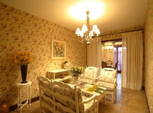 朦胧的嫩绿色装饰墙将田园风格装修进行到底,搭配上素白的家居清新之感油然而生,如诗如图。,