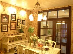 素雅装饰营造纯净的田园风格,新鲜的黄绿色,素雅的装饰让人感到整个房间都清爽宜人,甚至连空气都变得纯净清新了。,