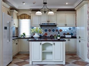 厨房,不大,但是非常的简洁。,