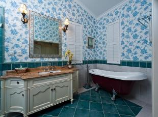 卫浴房,蓝色,和整套房子的主题一致,