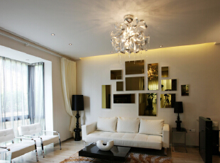 客厅装修,白色的布艺沙发,与整个空间有效的融为一体,棕色的地毯,让整个空间色彩协调统一 现代三居卫浴间图片大全,