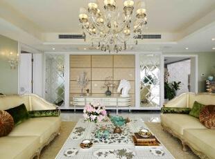 和米色糅合的,是富含生命力的翠绿,简单的靠垫和抱枕,一组相宜的沙发,不仅增加了会客厅的浓郁感,也和淡绿色墙面相呼应,使得生命的气息扑面而来。,