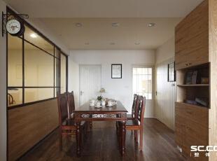 位于空间动线的中心,除了可以做为用餐或是品尝下午茶的地方,也是凝聚家庭成员的空间。,
