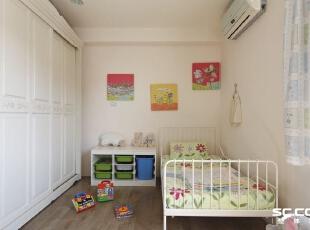 随着小孩成长,空间的需求也跟着增加,亚维设计透过大量立体柜增加收纳量,营造舒适整齐的环境。,