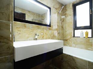 主卧卫生间和客卫两种不同风格低奢情怀无不成为了亮点。,