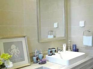 墙面米色方块瓷砖铺贴,使卫生间不再单调。,