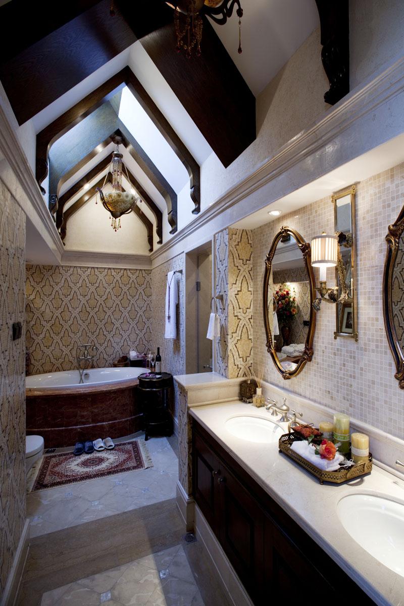 客厅精心选择的材料为家具的进一步造型确立了良好的基础,家具表面精心涂饰和雕刻,表现出独特的美式风格家居特色。