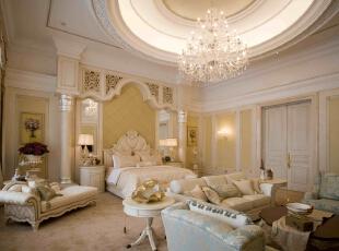主卧全景,床头背景墙,厚实而精美的石膏线条和护墙板都显示出一种温馨图片