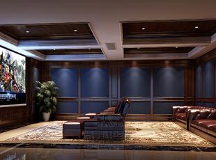 设计师根据业主的喜好主要采用了大量的护墙板和少量的壁纸结合,再图片
