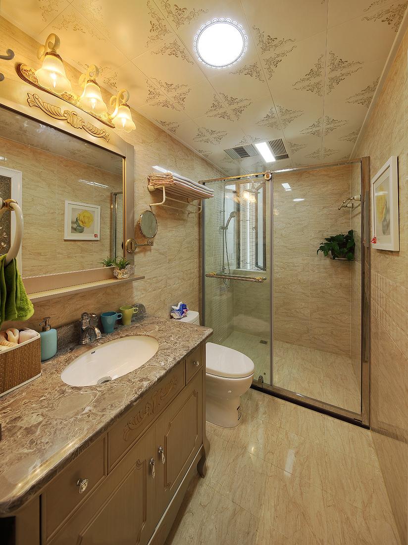 卫生间简欧的浴室柜与欧式集成天花还是表现着欧式