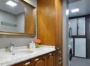▲卫生间的洗手台收纳能力也十分强大,卫生间,