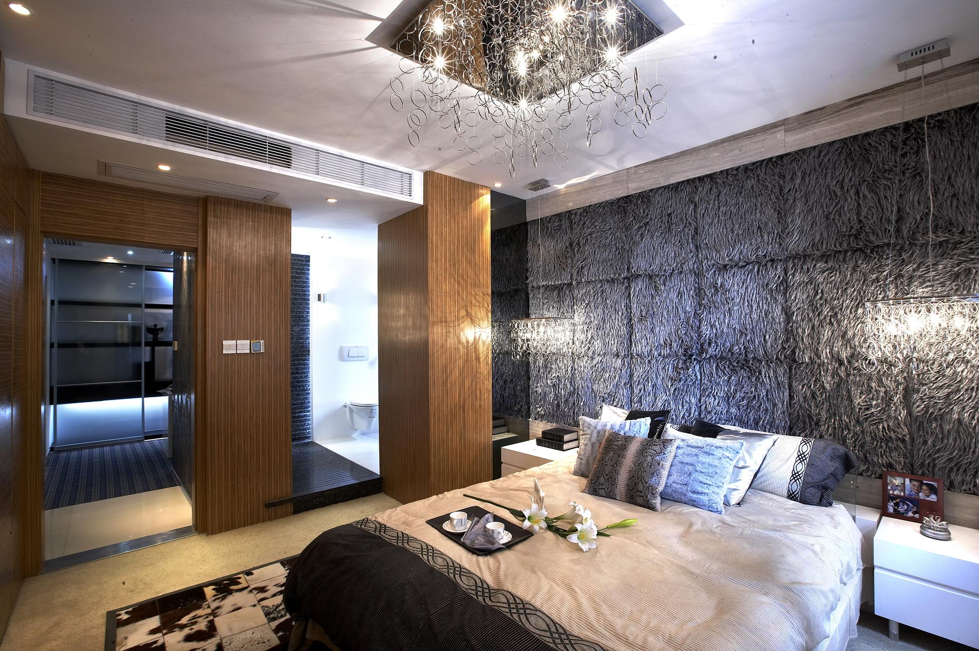 卧室的装修设计,背景墙的设计时尚感很强.