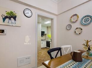 ▼餐厅的后面即是厨房,方便用餐,餐厅,白色,原木色,黑白,餐台,
