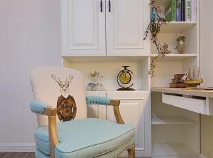 ▼另一侧设计收纳柜和书架,卧室,白色,工作台,
