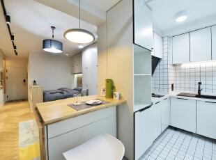 干净整洁、功能分区合理并且一样不少、收纳空间极强。,餐厅,白色,原木色,