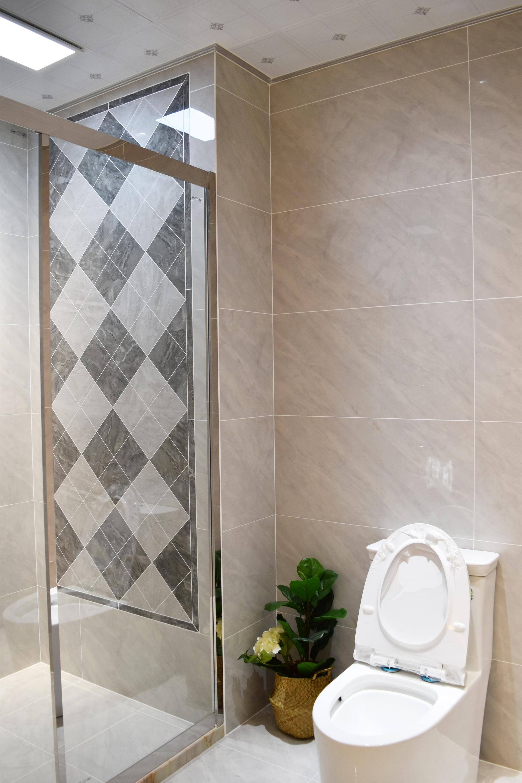 1200×600全抛釉瓷砖切割上墙铺贴,淋浴器采用倒角拼花处理更为美观