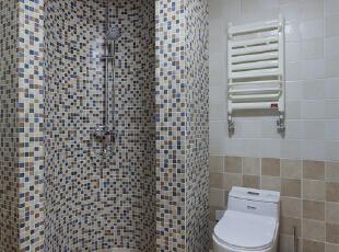 卫生间弧形淋浴房的设计为日常的搭理提供了便利,马赛克无疑是这里最适合的材料。,卫生间,白色,原木色,卫生间,白色,原木色,
