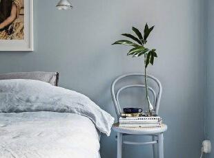 蓝色床头背景墙简约又...