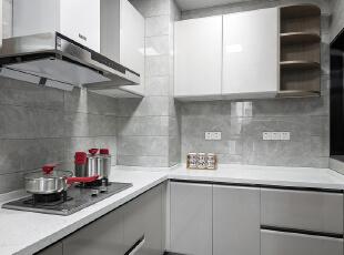 延续的西厨地面,让空间更加整体 墙面通过加工裁贴方式又打破整体,厨房,