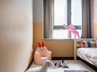 """地毯没有选择儿童主题,黑白灰色+简约线性设计,它用色高级,它不与可爱的""""动物们""""抢风头,它把它们圈在了一起。,儿童房,"""