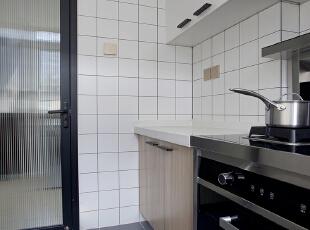 电器的选择同样也重要,集成灶彻底解放了吊柜的空间,对于这个分厘必争的地方尤为重要,而且烤箱也有了,两全其美。 ,厨房,原木色,墙面,收纳,过道,厨房,原木色,墙面,收纳,过道,厨房,原木色,墙面,收纳,过道,