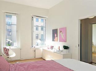 柔和亮丽的卧室,