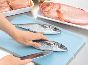 日本进口inomata 砧板 超薄软菜板 切菜板 蔬菜 厨房用品带导水边,刀架和砧板,