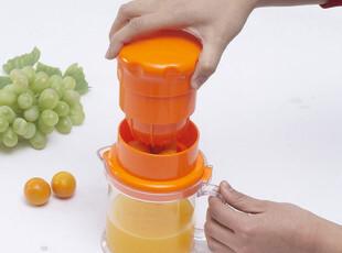 紫紫 创意手动榨汁器 苹果橙子迷你榨汁机 多功能水果压汁机210g,厨房工具,