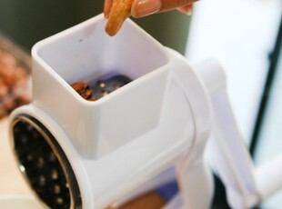 千奇 干果绞碎机 绞肉机 家用 手动小型碎肉宝 碎沫器研磨正品,厨房工具,