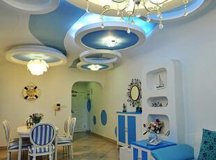 地中海风格常见的蓝色与白色相间,弧形和圆形的家具设计,都让人深深感受到一股海洋的气息。,过道,地中海,蓝色,白色,墙面,