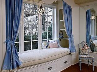 飘窗非常容易营造浪漫,而这款设计更是添加了欧式造型和蓝白配色,更有情调。,飘窗,欧式,白色,蓝色,
